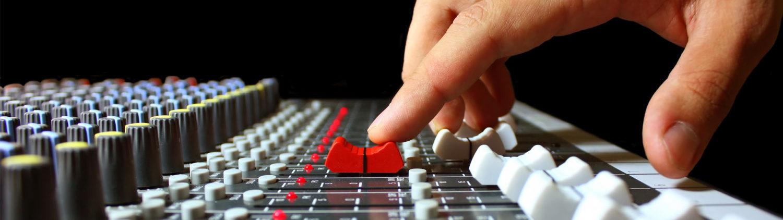 Микшерный пульт в студии звукозаписи 4
