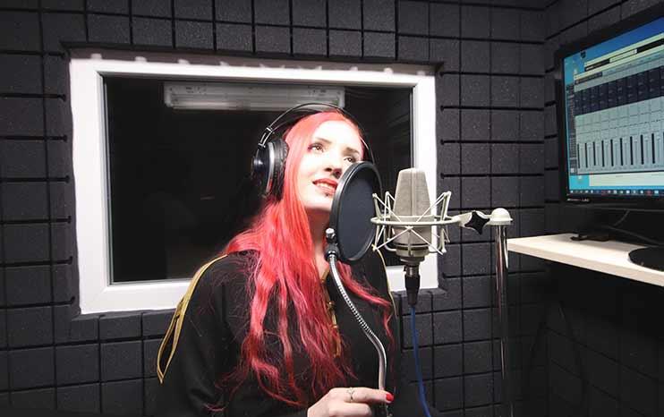 Запись и обработка вокала в студии