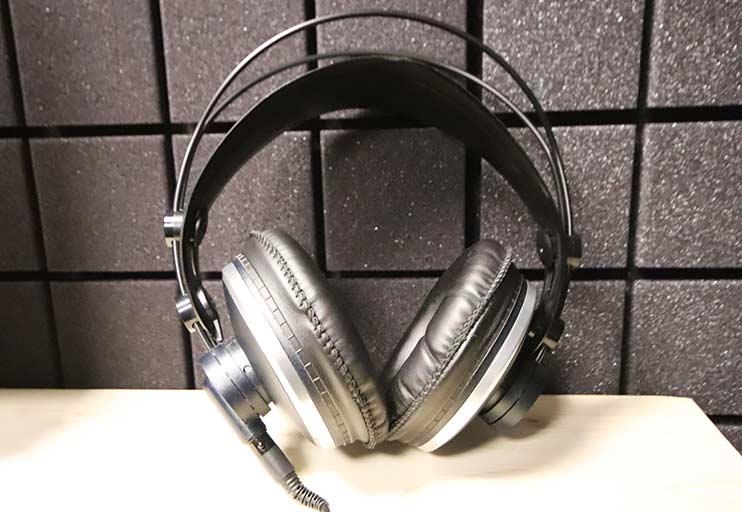Студийные мониторные наушники для записи вокала