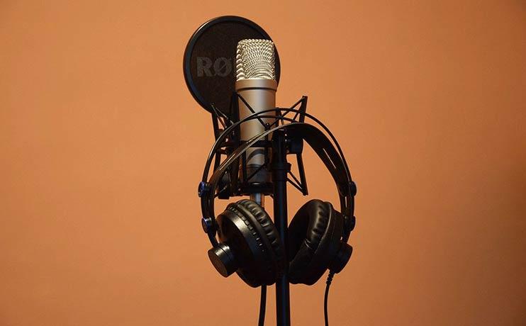Записать песню на День рождения в студии - отличная идея!